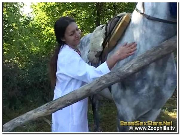 Helping A Horse In Need - BeastSexStars.Net ⋆ Beastiality.Club